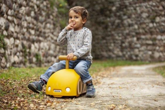 Żółty jeździk Ginetta Mini Eolo Italtrike