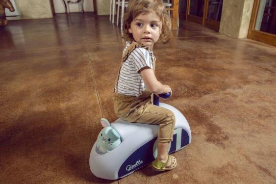 Niebieski jeździk Ginetta Mini Eolo Italtrike