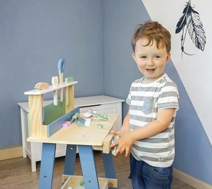 Drewniany warsztat z narzędziami w pastelowych kolorach Nordic Small Foot Design